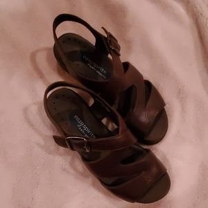 EASY Spirit Anti-Gravity Sandals